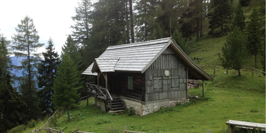 Hütte im Dobratsch-West-Anstieg