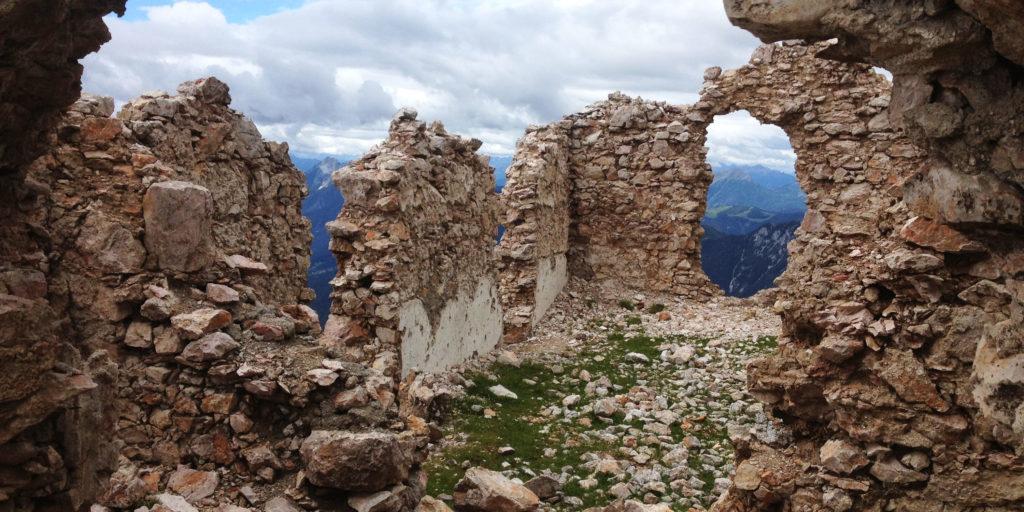 Ruine am Dobratsch-Gipfel